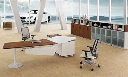 定制办公家具实木好还是板式好